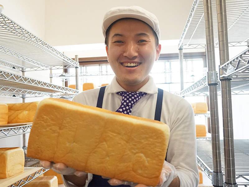 1日売上約600本!大人気の食パンです!