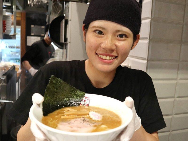 Wスープ×ちぢれ麺のこだわりの一品です!