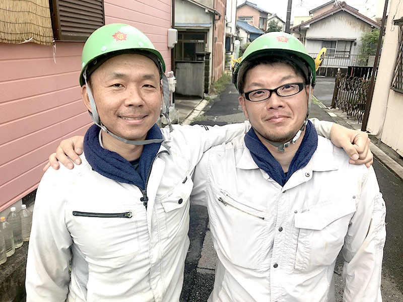左が社長の徳山です。